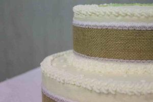 taart versierd met jute