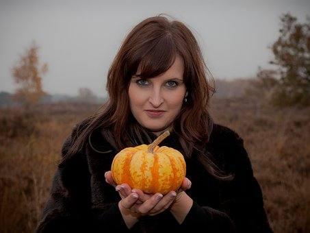 Halloween Feest.Halloween Versieren Pompoenen Linten En Creativiteit